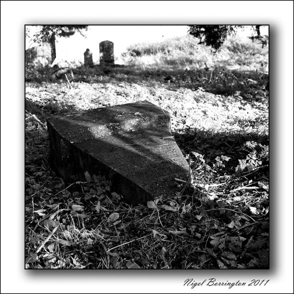 Thomas_Darcy_Gravestone_lyingdown_down