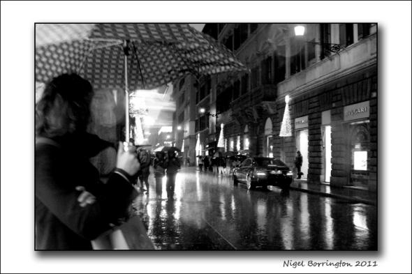 Via Dei condotti, Rome, in the rain : Nigel Borrington