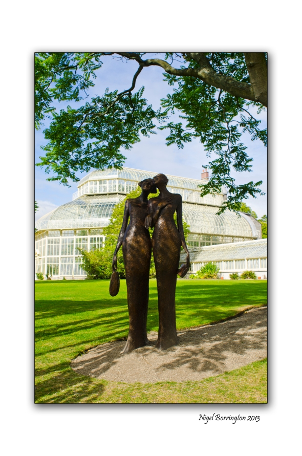 Two friends at the National Botanic Gardens 3