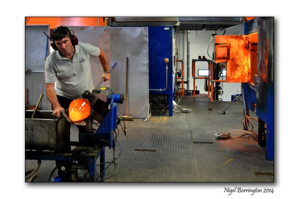 Waterford Crystal Glass blower  Photography : Nigel Borrington