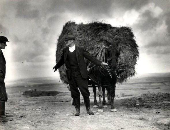 Dorothea Lange A Chat at the O'Halloran Farm [Ireland]